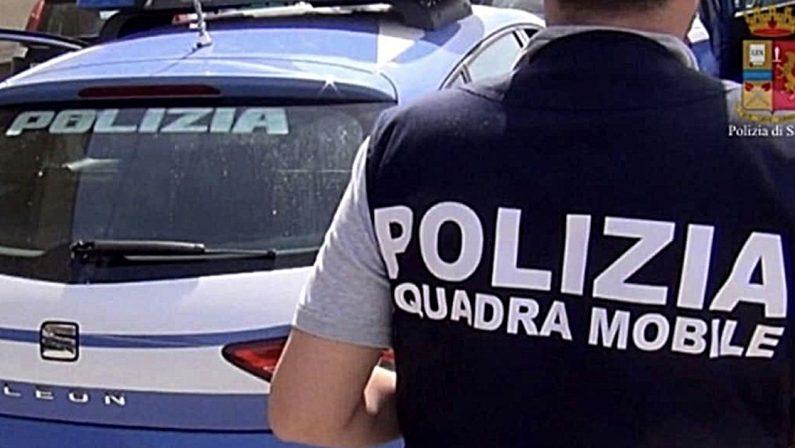 Quindicenne soggiogata e costretta a consegnare soldi, due arresti nel Cosentino
