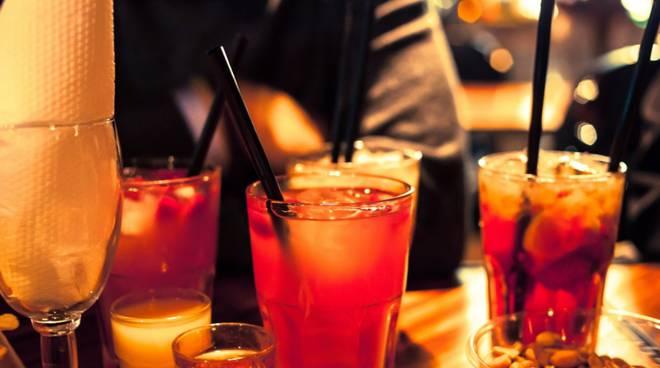 Vendevano alcolici ai minori, multati due titolari di locali a Reggio Calabria