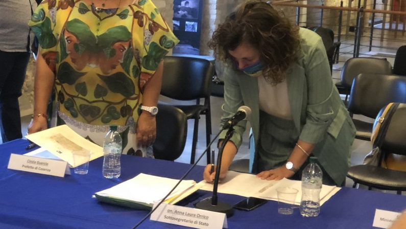 C'è la firma sul Contratto Istituzionale di Sviluppo: 90 milioni per il centro storico di Cosenza- VIDEO