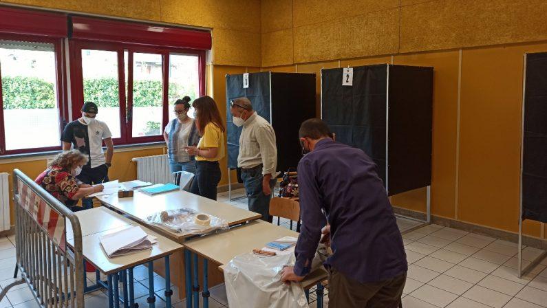Comunali: in Campania 13 ballottaggi, alle 12 affluenza all'11,53%