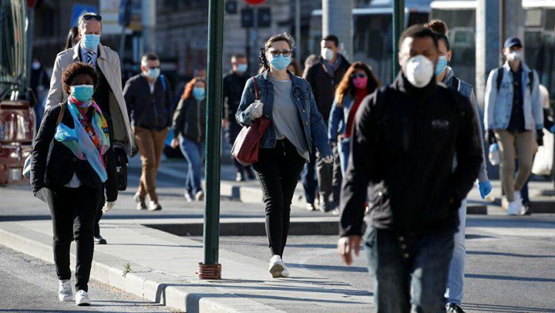 Coronavirus, mascherine e distanza abbassano mille volte la carica virale