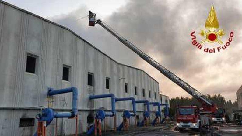Scuole chiuse a Siderno  per l'incendio all'impianto di smaltimento rifiuti