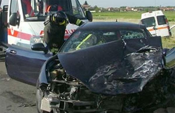 Coppia avellinese muore dopo schianto tra furgoncino e Suv: dieci feriti