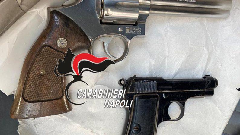 Napoli, quartiere Miano: Carabinieri setacciano la zona. Carabinieri trovano 2 armi pronte all'uso