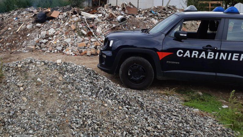 Sorpresi a bruciare rifiuti anche pericolosi, due arresti a Reggio Calabria