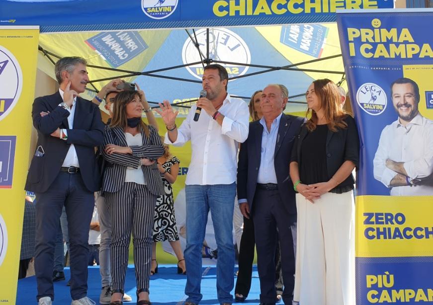 Salvini a De Luca: lascia il centro di Napoli e vieni in Irpinia