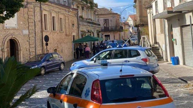 Dodici casi di coronavirus nel piccolo centro di Stefanaconi nel Vibonese. Rinviata l'apertura delle scuole