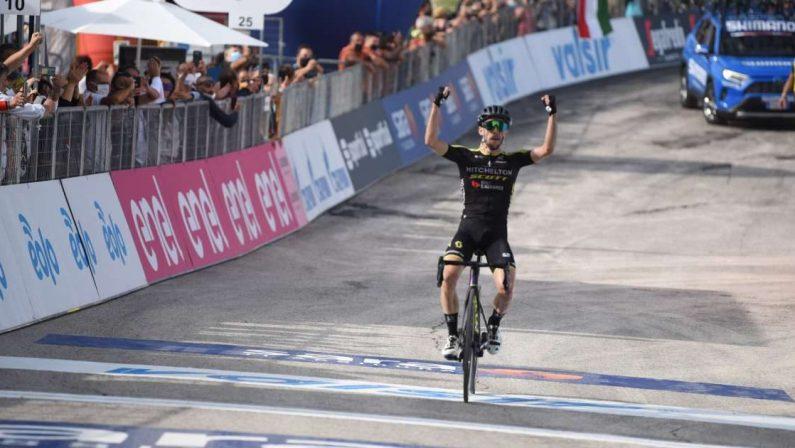 Simon Yates si ritira dal Giro d'Italia: è Positivo al coronavirus