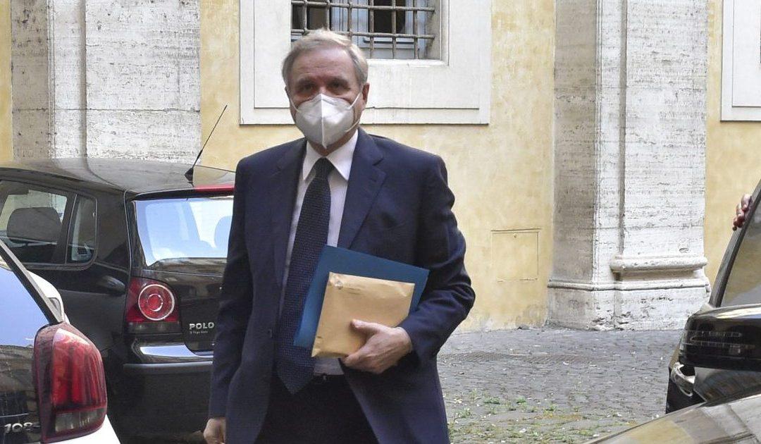 Coronavirus, il governatore Visco: «La politica monetaria deve restare espansiva»