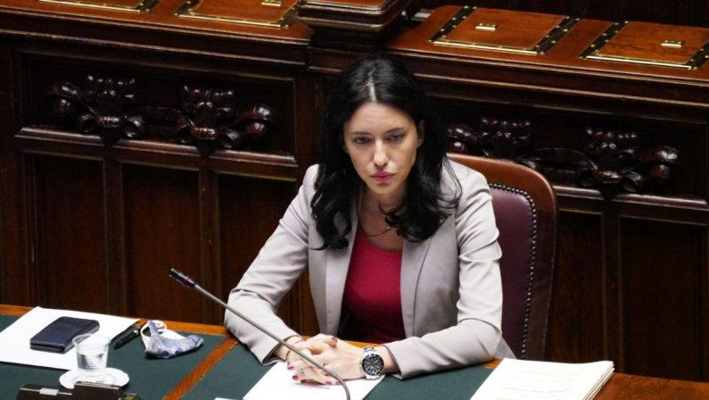 Azzolina: «La scuola non deve chiudere, De Luca ci ripensi»