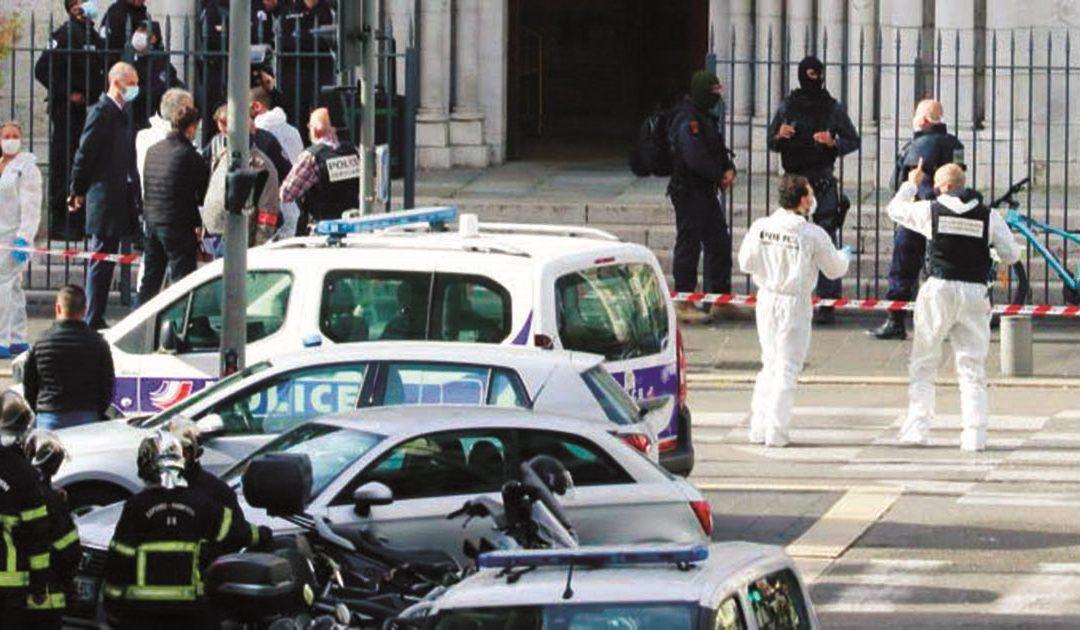 Immagini nei pressi del luogo dell'attentato a Nizza