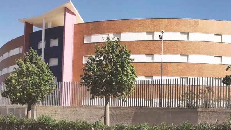 Sprechi in Calabria: una nuova caserma dei carabinieri? A Crotone è pronta da 10 anni, bella e inutilizzata