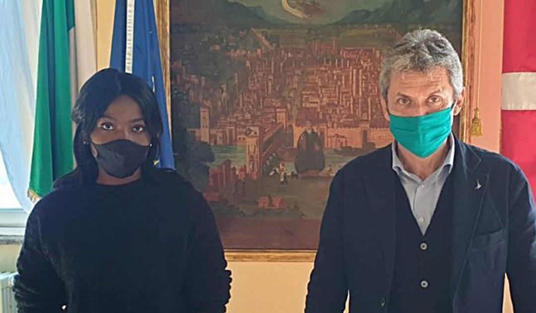 Danielle e il sindaco Fabrizio Fracassi