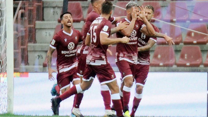 Reggina da applausi e Liotti scatenato: battuto il Pescara 3-1