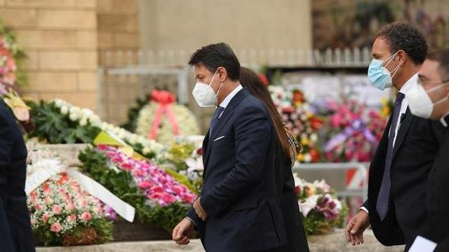 Il premier Conte ai funerali di Jole Santelli