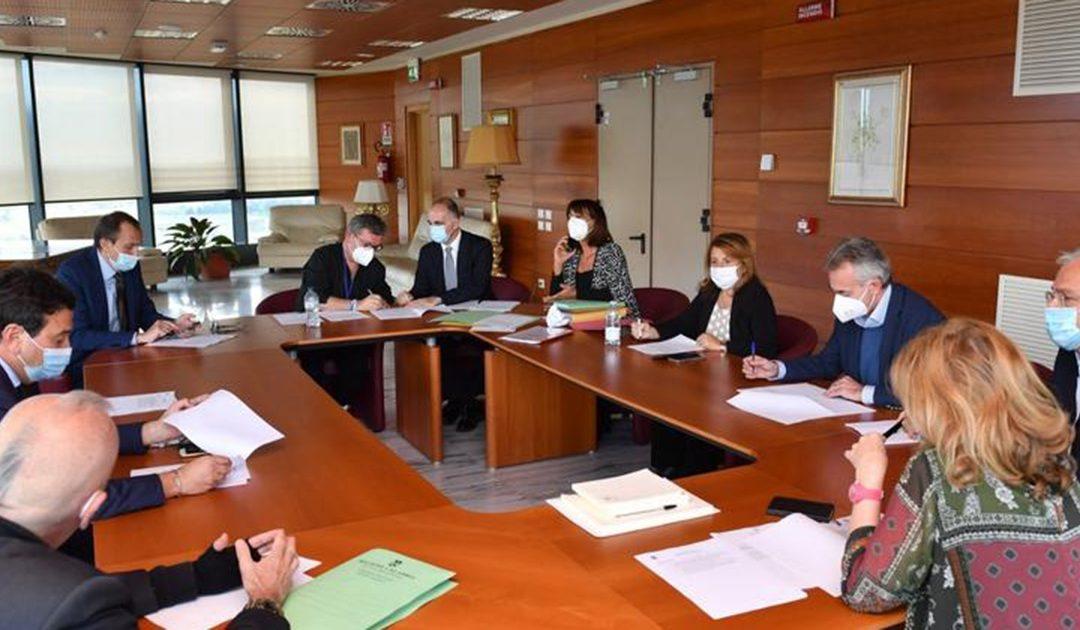 Una riunione della giunta regione presieduta da Spirlì