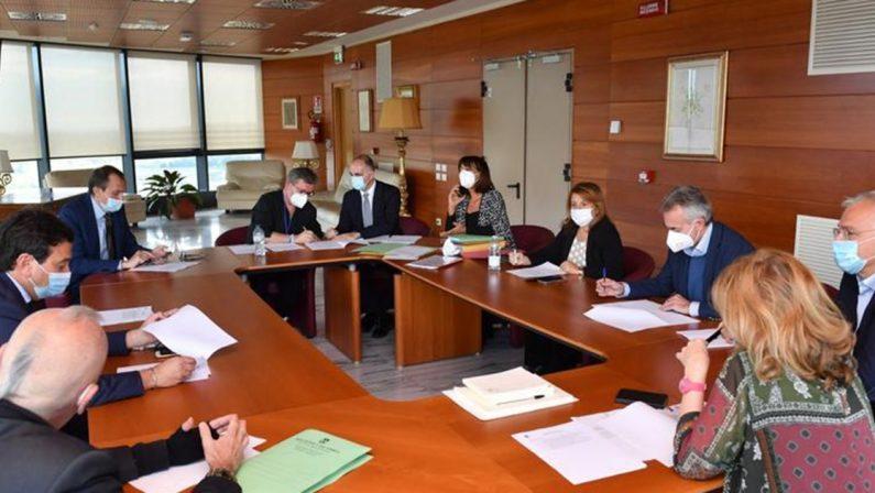 La Calabria chiude per il coronavirus: firmata l'ordinanza. Lezioni sospese alle scuole superiori