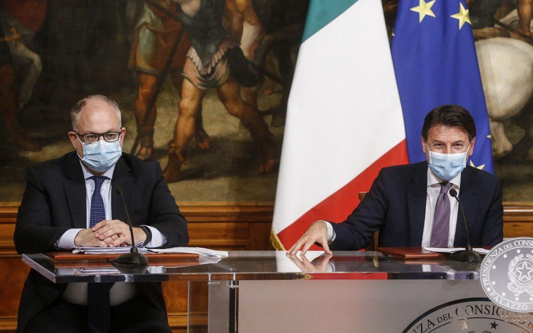 Gualtieri e Conte durante la presentazione del Decreto Ristori