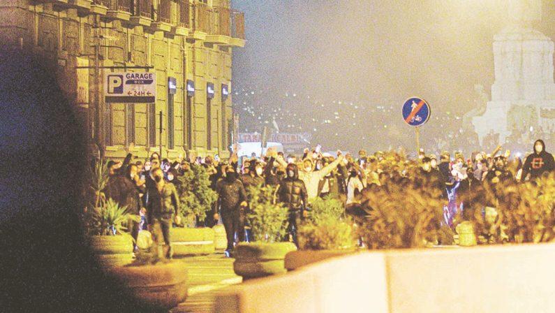 CAMORRA, ESTREMISTI E PROVOCATORI INQUINANO LA PROTESTA DEI DISPERATI