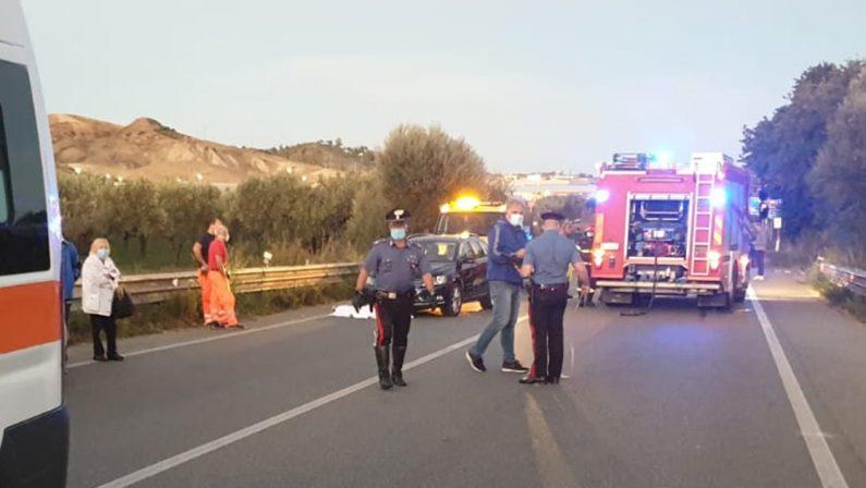 Tragedia a Botricello, in bici muore travolto da un'auto sulla statale 106