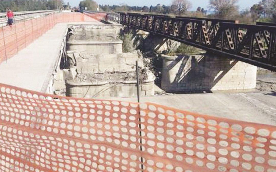 I lavori sul ponte Allaro a Caulonia, in provincia di Reggio Calabria
