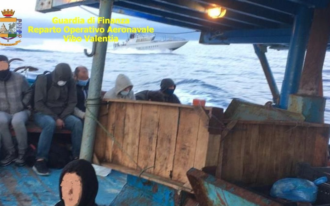 Uno gruppo di migranti arrivato nella notte