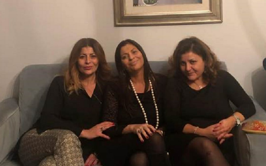 Paola, Jole e Roberta Santelli nella foto pubblicata su Facebook da Paola Santelli