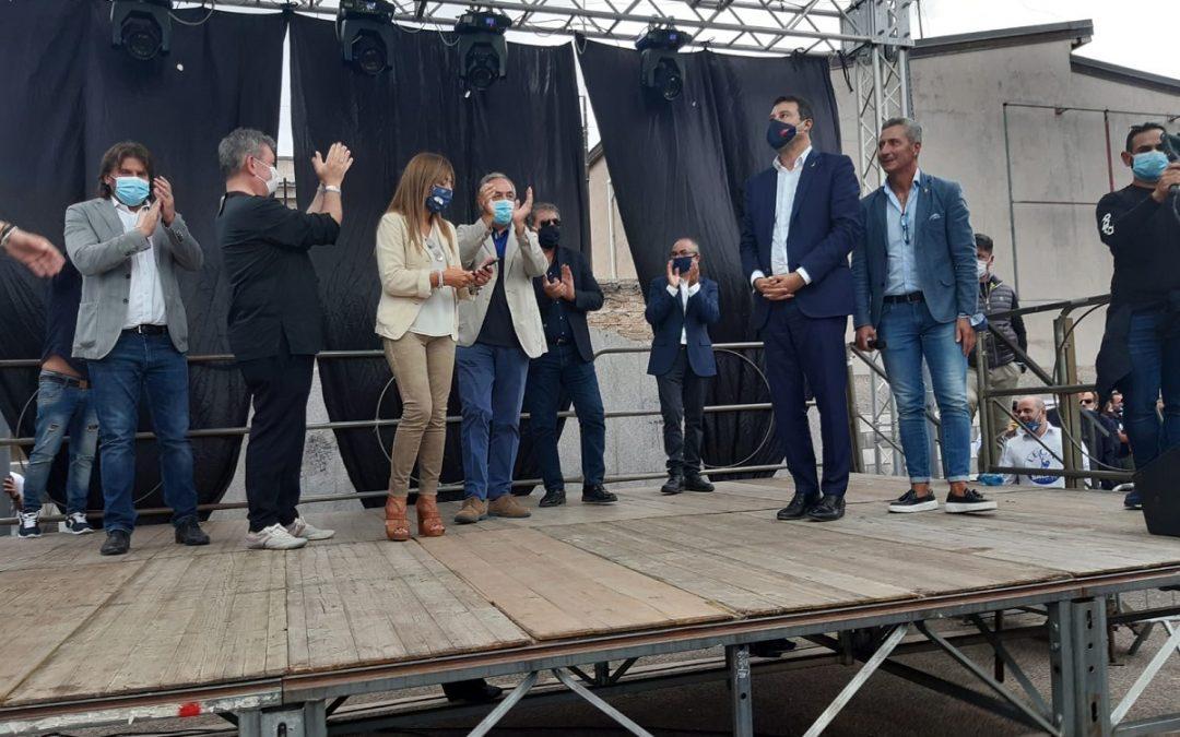 Matteo Salvini sul palco di Taurianova