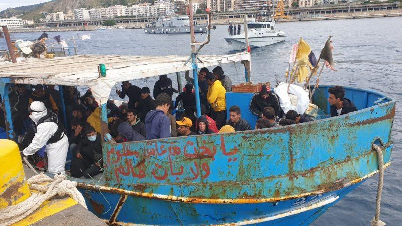 Sbarco di 67 migranti sulle coste reggine: tamponi e notte in quarantena