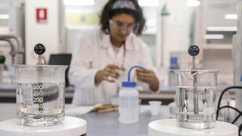 Acqua ossigenata e spray naturale: lotta al Covid a un punto di svolta?