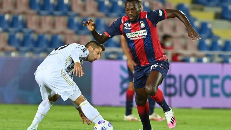 """Calcio, Crotone primo punto del campionato: allo """"Scida"""" fermata la Juventus"""