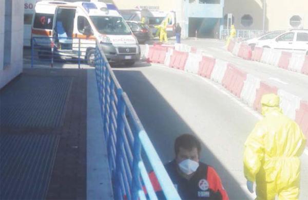 Ricoveri, tornano le file di ambulanze