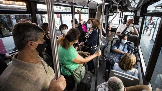 Il covid va a scuola prendendo l'autobus