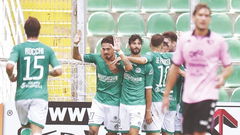 Double Avellino, Palermo battuto