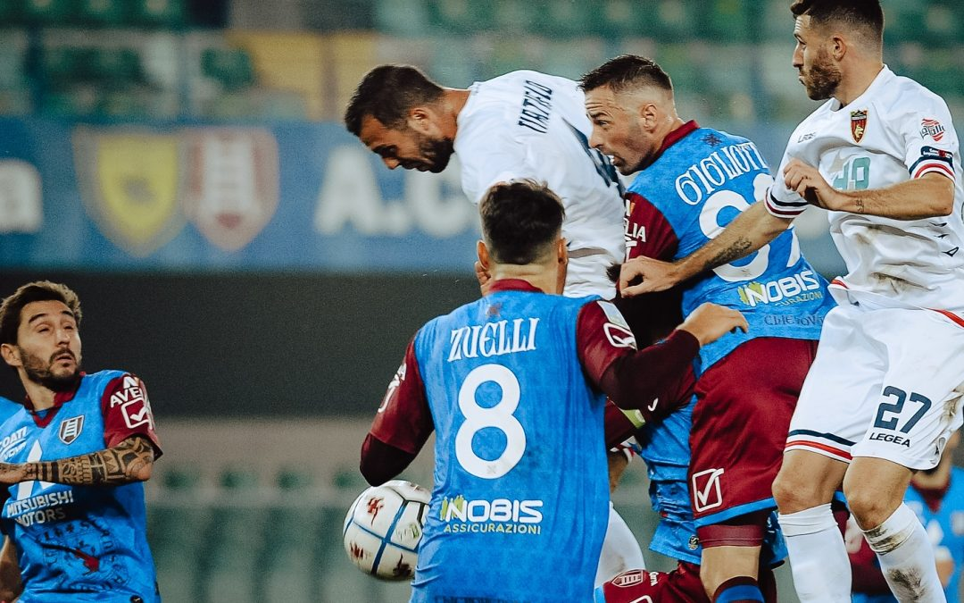 Un momento della gara tra Chievo e Cosenza
