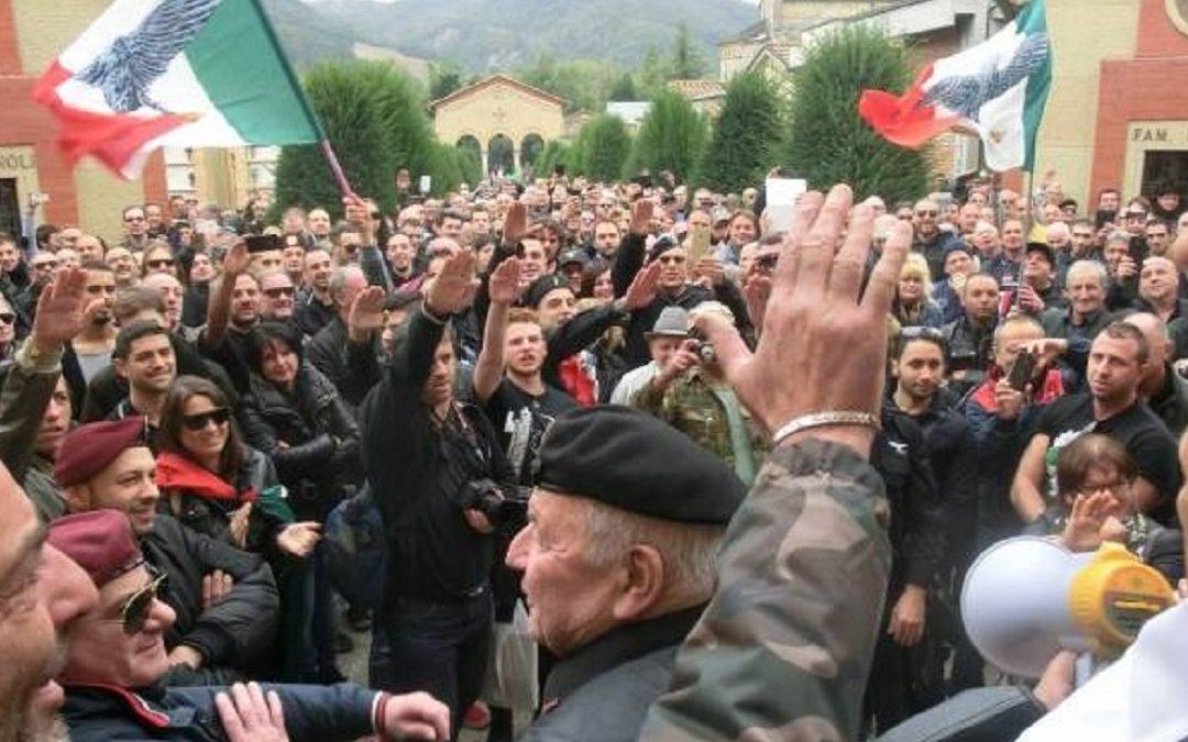 La sfilata di nostalgici fascisti a Predappio nel 2018 per ricordare la Marcia su Roma