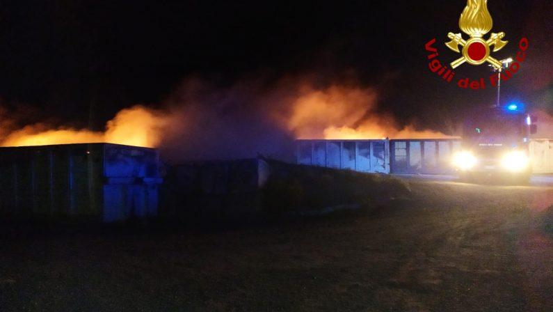 Incendio nell'isola ecologica del Catanzarese, piromane ripreso dalla telecamere