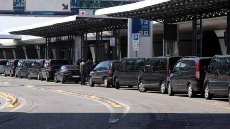 Noleggi con conducente abusivi tra Calabria e Lazio, venti denunciati