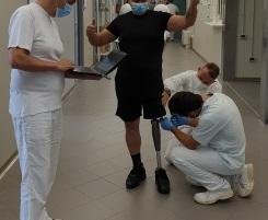 Una protesi con ginocchio elettronico, primo caso realizzato all'Inail di Lamezia