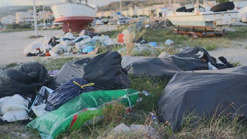 Il porto di Catanzaro regno dei rifiuti