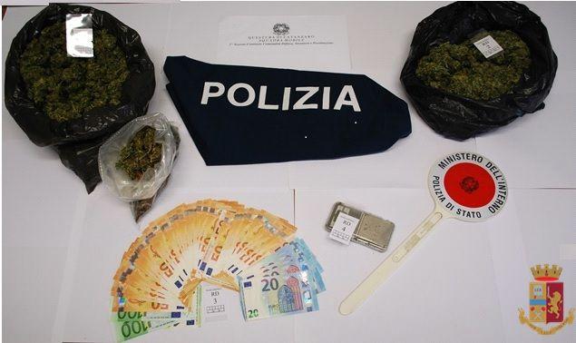 Droga, due arresti a Catanzaro: marijuana sul balcone e 500 dosi in casa