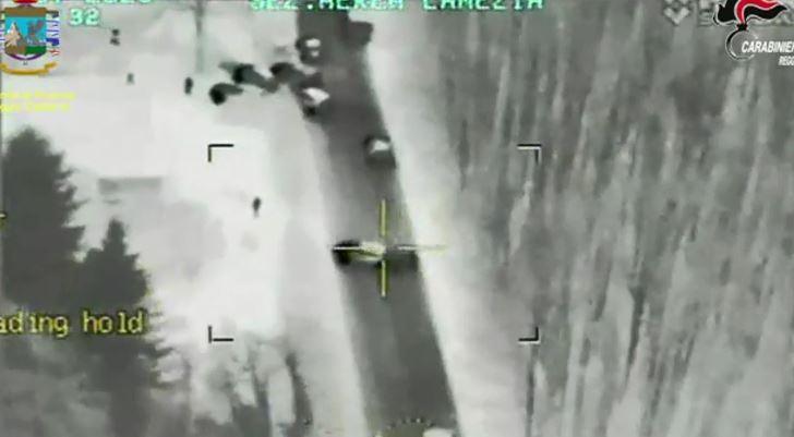 Il blitz per l'arresto ripreso dall'elicottero