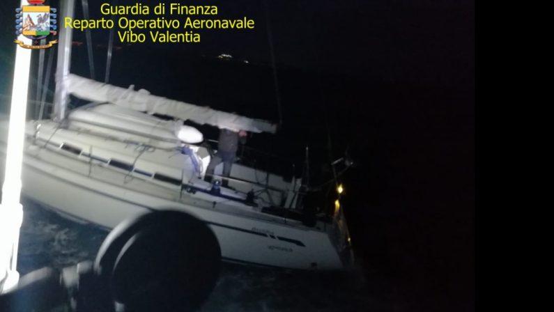 A Crotone sbarcati 52 migranti partiti dalla Turchia e arrivati dopo quattro giorni di navigazione