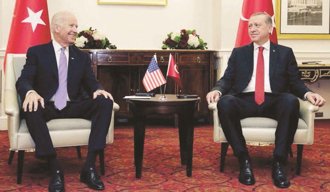 Biden e Erdogan a Ankara durante la visita ufficiale dell'allora vicepresidente di Obama in Turchia