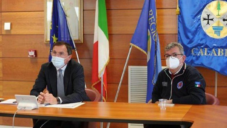 Boccia a Catanzaro: «La Calabria merita una sanità più forte, il Governo c'è». Proteste alla Cittadella regionale