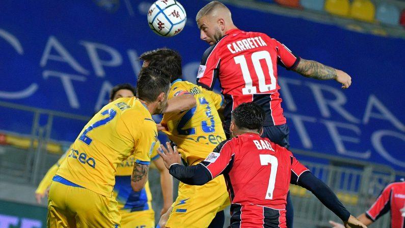 Serie B, prima vittoria del Cosenza: due gol di Carretta e il Frosinone è ko