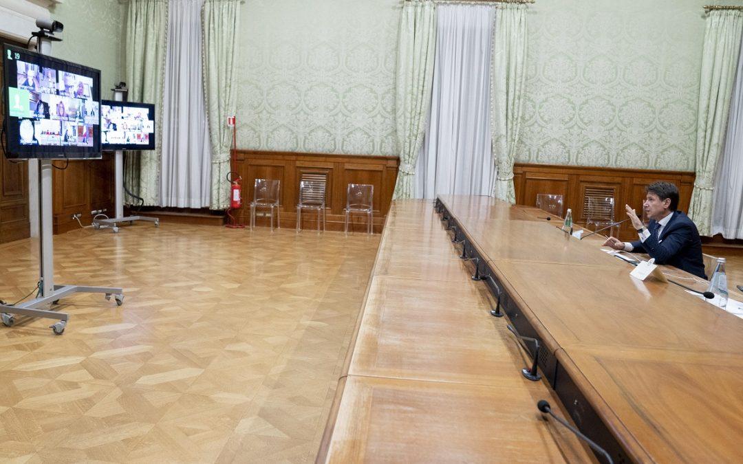 Il presidente del Consiglio Giuseppe Conte in videoconferenza