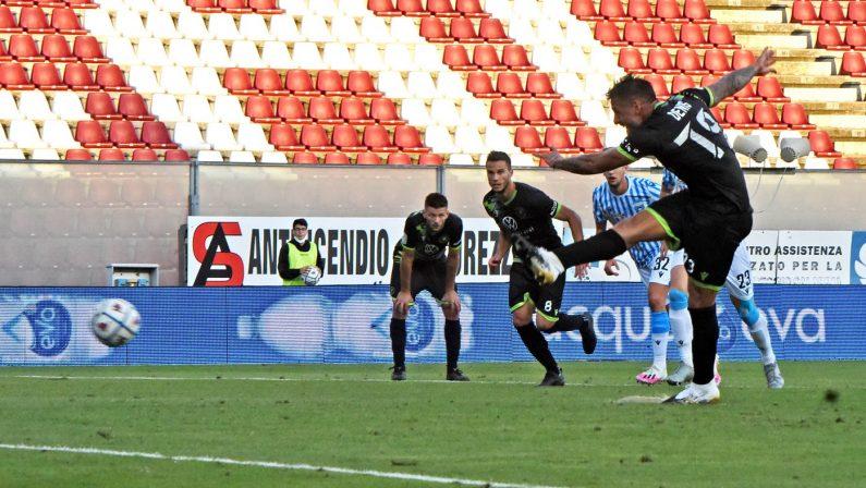 Serie B, Reggina sprecona: rigore sbagliato e vittoria alla Spal