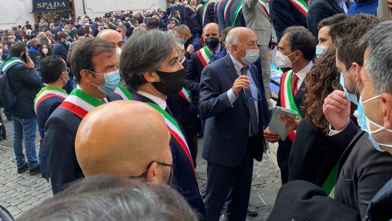 Sindaci calabresi a Roma, una delegazione ricevuta da Conte e Speranza. Morra attacca Occhiuto