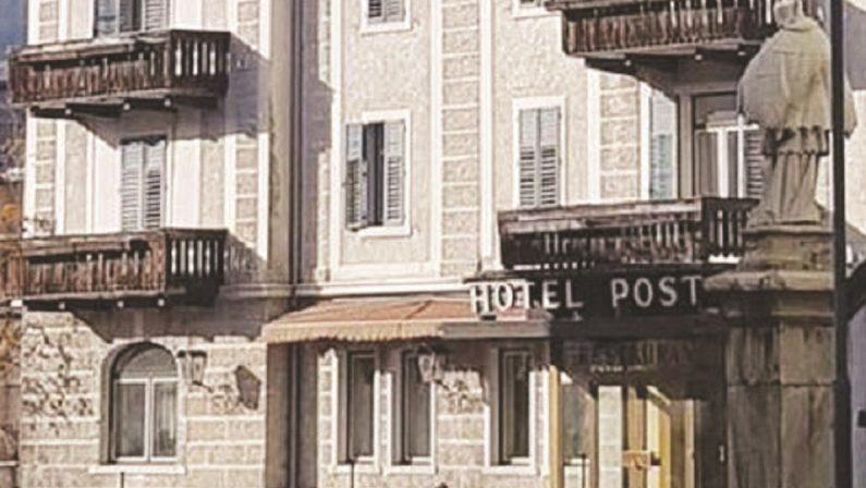 L'Hotel Post cancellato, il crimine di un sindaco in guerra con la civiltà